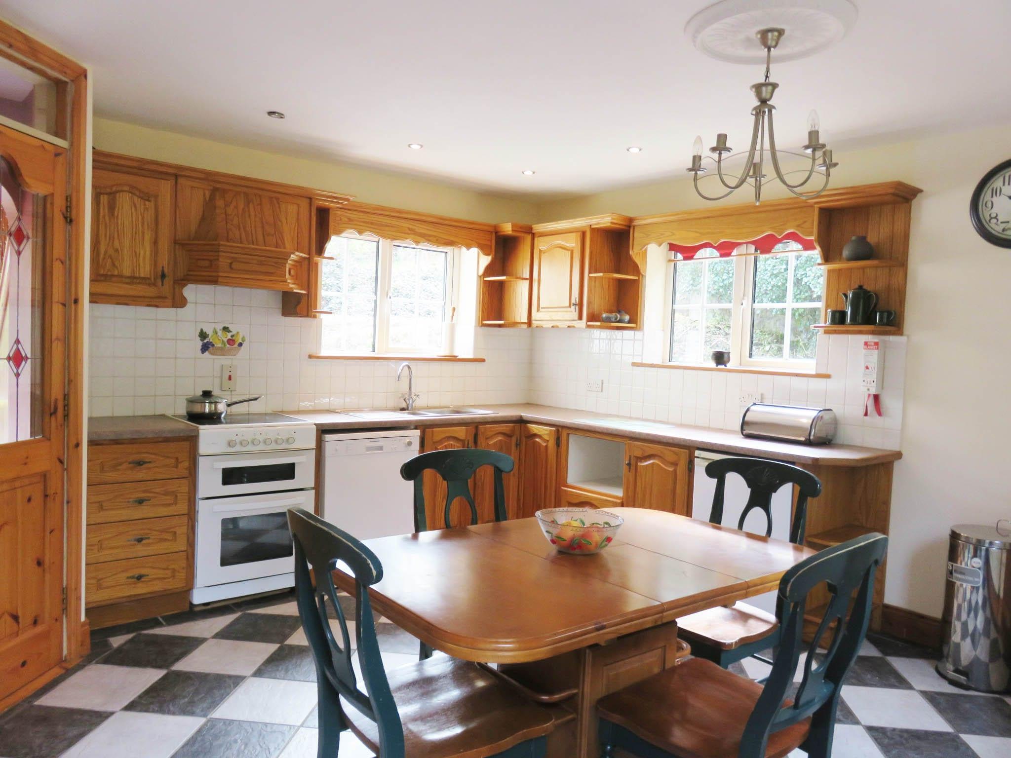 6. Kitchen IMG_5872 lightened