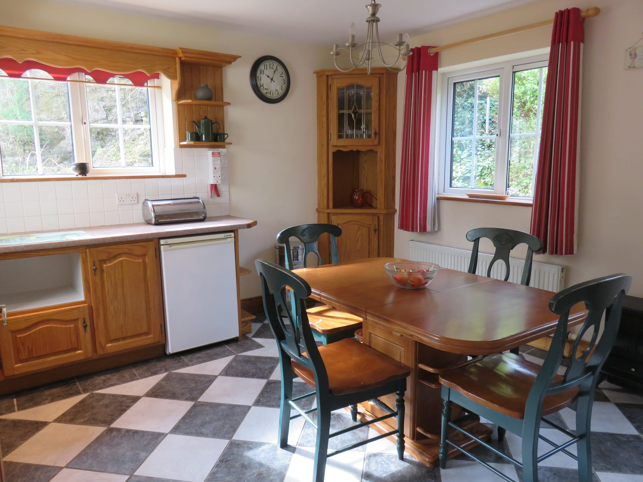 7. Kitchen side IMG_5876