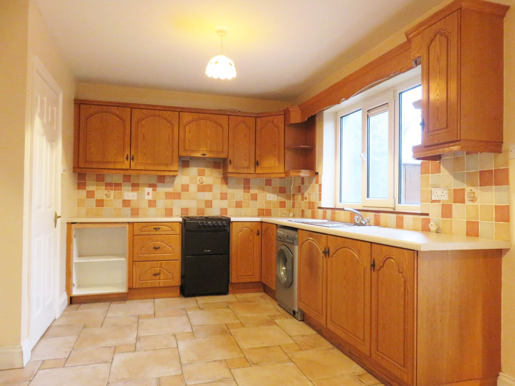 3. Kitchen IMG_8057 bright