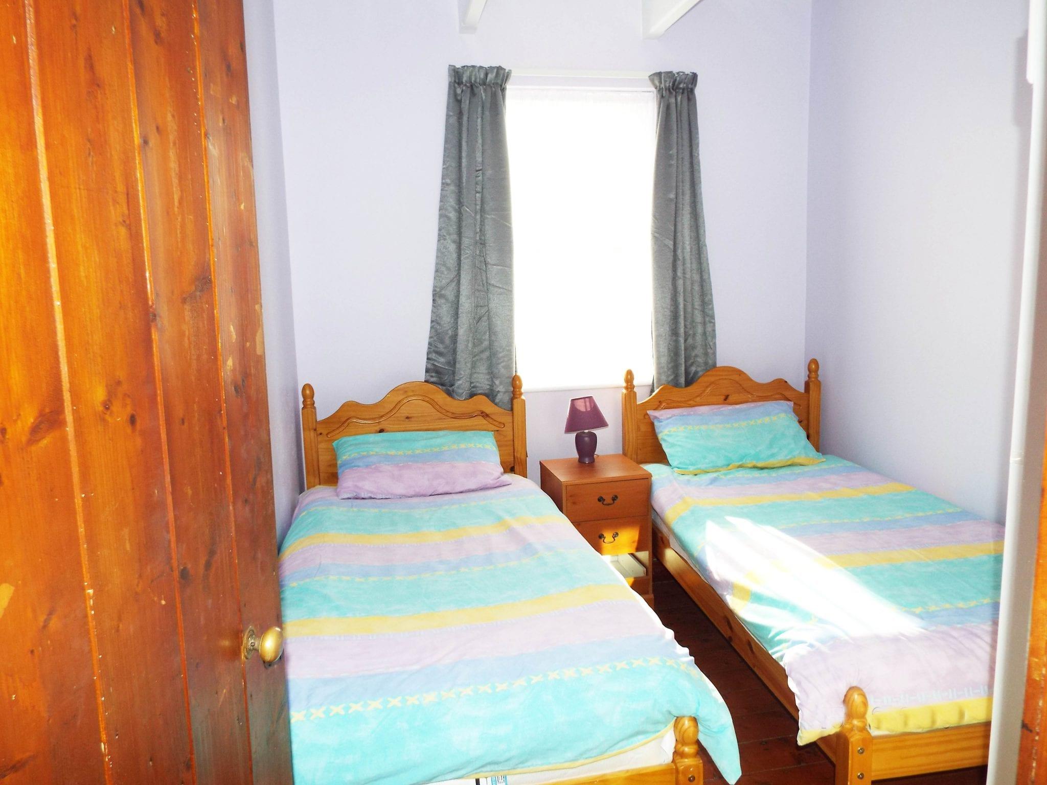 15 - bed 3 light & smudge